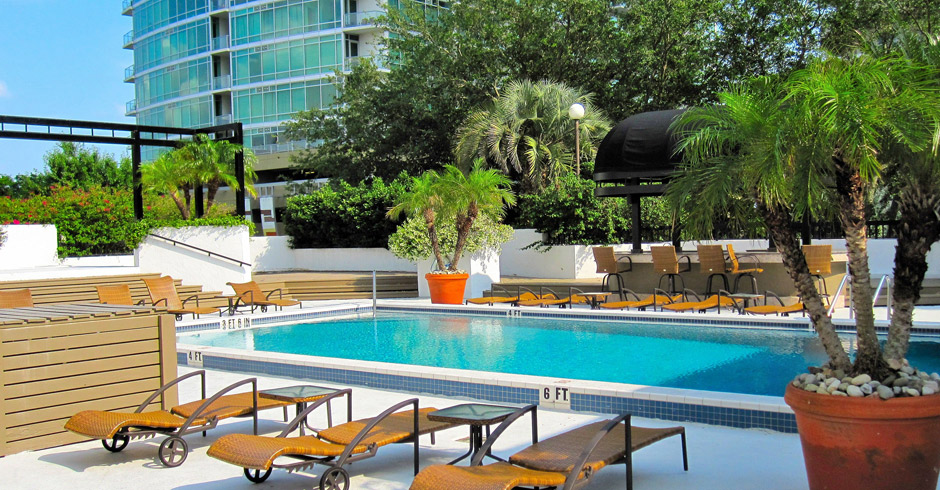 530-Central—Pool-Deck